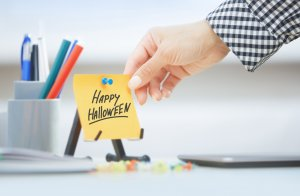 adhesive note with happy halloween text